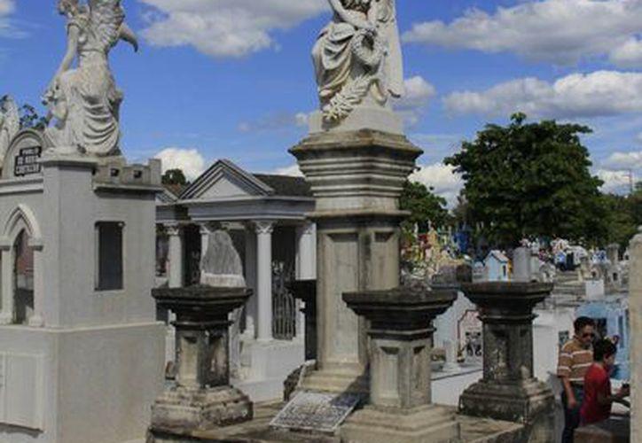 Los cementerios son fuente inagotable de experiencias paranormales. (SIPSE)