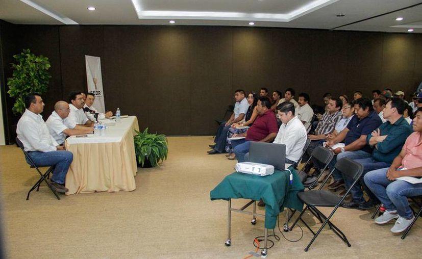 Capacitan a municipios de Yucatán para operar el programa 'Peso a peso pesquero'. Los hombres de mar podrán recibir el equivalente al 50 por ciento de su inversión para trabajar. (Oficial)