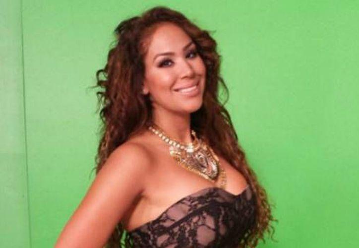Tania Reza (en la foto) fue reinstalada en Televisa junto con su compañero Enrique Tovar luego de que ambos protagonizaran una escena de acoso sexual en un programa, por lo cual habían sido despedidos. (starmedia.com)
