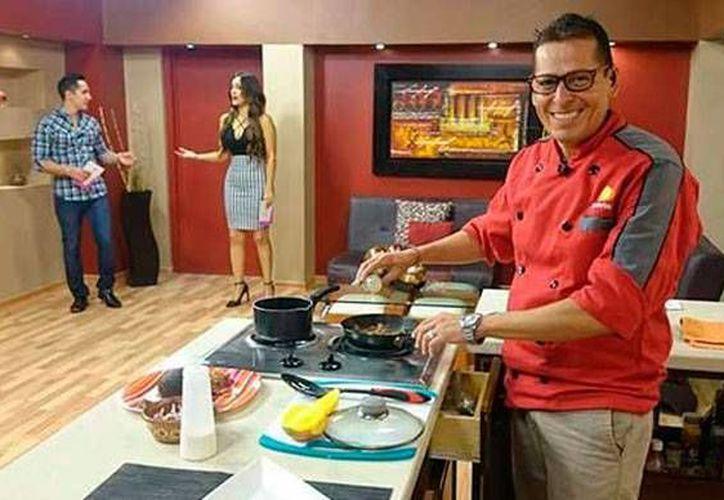 El chef Eduardo Herrera, conductor del programa Activa TV, de Televisa, fue encontrado muerto en su domicilio. (pulsoslp.com.mx)