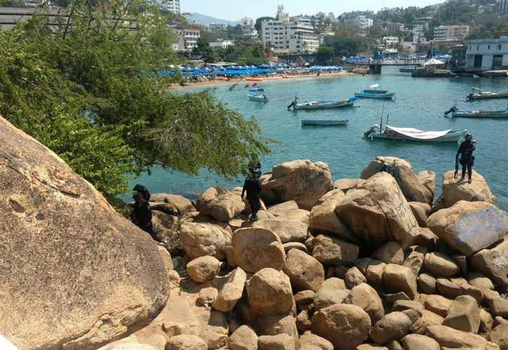 La movilización del Ejército y la policía en la zona, provocaron el aseguramiento de la playa. Foto: Comunicación Social Guerrero.