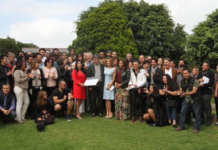 Imagen del claquetazo de la nueva telenovela 'La candidata', en donde participa el actor Ari Telch con el personaje de un político corrupto. (Notimex)