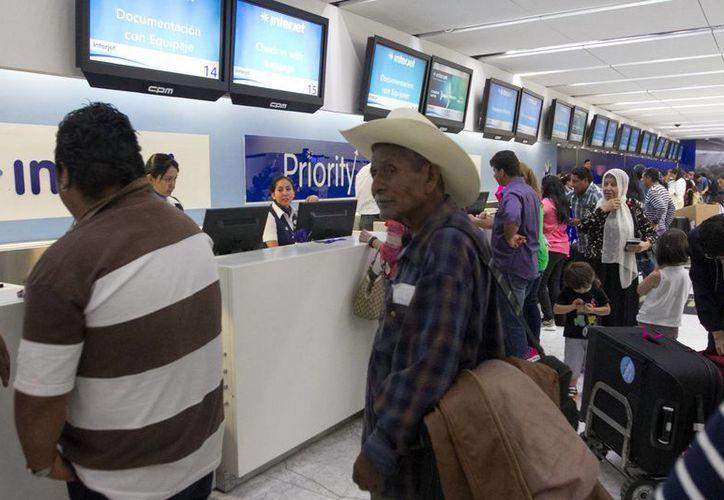 Durante dos horas los viajeros quedarán 'varados' en el Aeropuerto de la Ciudad de México, el próximo viernes 16 de septiembre, por el desfile conmemorativo de la Independencia. (Archivo/Notimex)