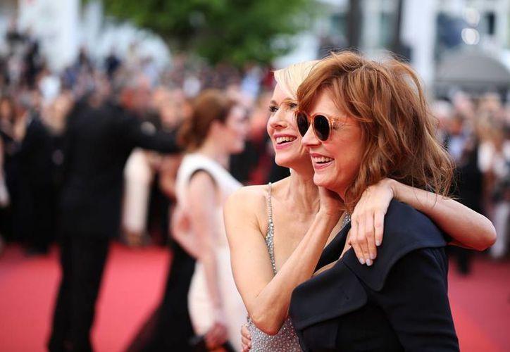 La actriz Susan Sarandon (primer plano) aseguró que, cuando tenga 80 años de edad, buscará dirigir una película solo para adultos. (AP)