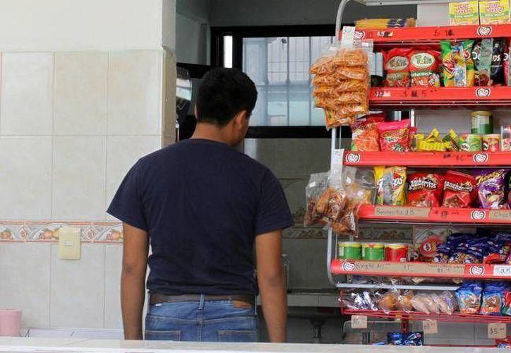 Los productos más consumidos son las frituras y las bebidas con gasificadas. (Redacción/SIPSE)