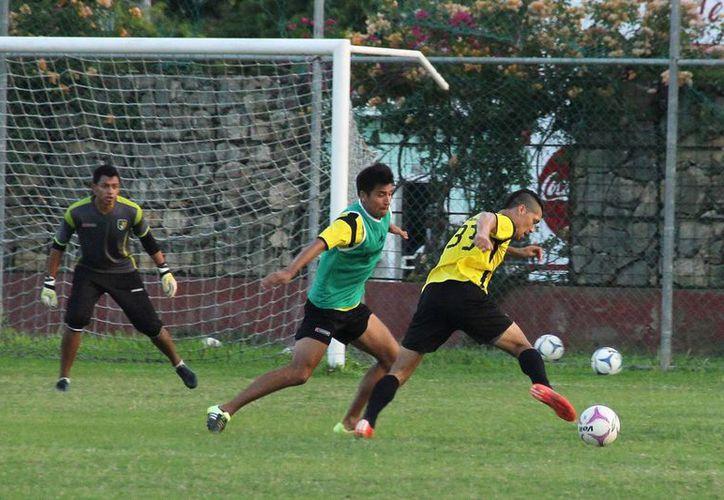 Venados entrenaron ayer en el campo del estadio 'Alonso Diego Molina' de Tamanché. (Milenio Novedades)