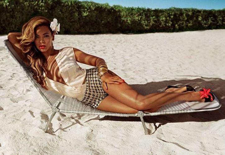 Beyoncé promociona varios tipos de prendas de vestir. (vogue.es/Archivo)