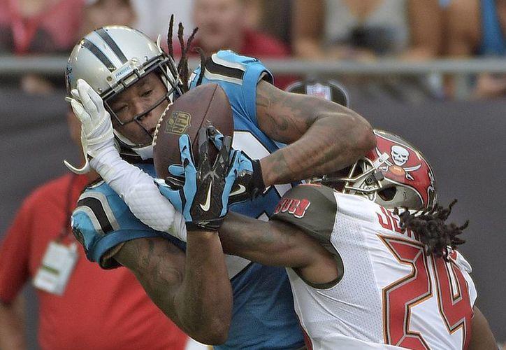 Panthers comienza bien la temporada NFL al vencer 20-14 a Tampa Bay. (AP)