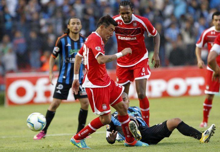 Imagen del partido de los Diablos Rojos de Toluca ante los Gallos Bancos de Querétaro, el cual el marcador quedó 1-0, favor Querétaro. (Archivo/Notimex)