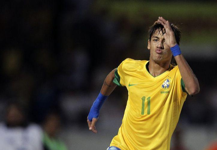 Neymar agradeció a sus compañeros de la Selección y del Santos el apoyo recibido para obtener el nombramiento. (Foto: EFE)