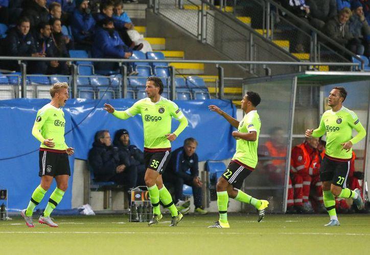 Victor Fischer celebra el gol que dio al Ajax el empate ante el Molde, once noruego, en la Europa League. (AP)