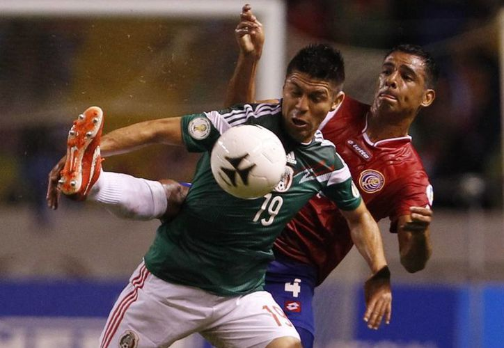 Oribe Peralta, de los pocos jugadores salvables de la Selección Mexicana. (Agencias)