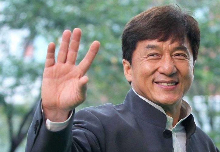 El famoso actor Jackie mencionó que plantea trabajar junto a su hijo Jaycee Chan en el cine y en la música. El hijo de Jackie estuvo seis meses en prisión.(AP)