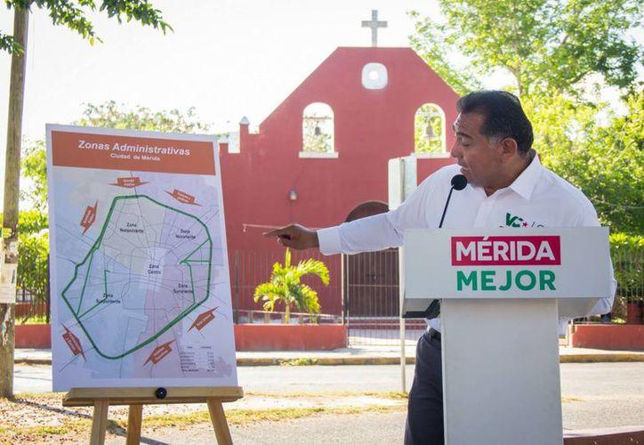 En el anuncio de esta novedosa estrategia de servicios ante vecinos de la subcomisaría de San Gertrudis Copó,  el candidato expuso que la ciudad ha crecido de manera desordenada. (Milenio Novedades)
