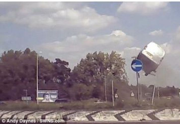 Las autoridades ya están investigando el hecho para determinar si fue imprudencia del conductor o si hace falta señalización. (Captura)