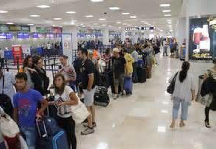 De enero a septiembre, el número total de pasajeros (tanto entrada como de retorno) que reporta la terminal aérea es de 12 millones 255 mil 450 personas. (Archivo/SIPSE)