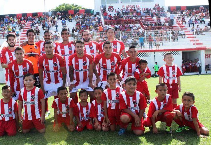 Los Pioneros vencieron 1-0 a Real Cuautitlán para sumar tres puntos y seguir con paso invicto en la cima. (Raúl Caballero/SIPSE)