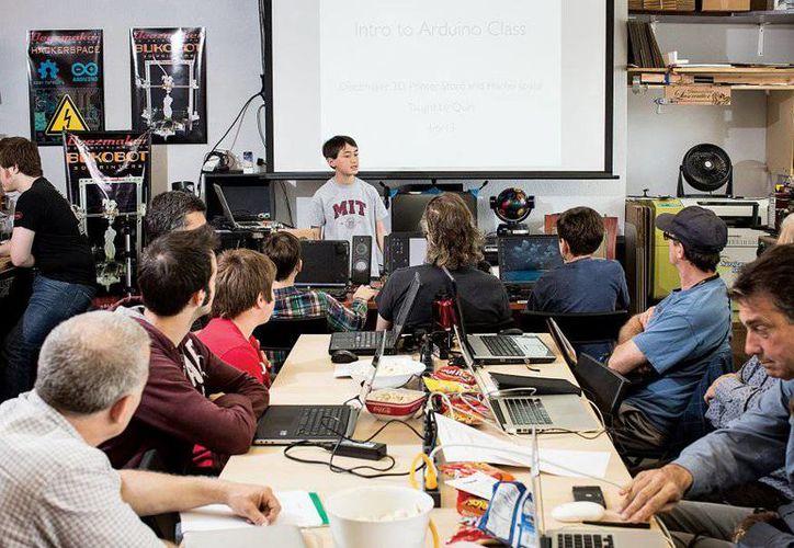 Quin Etnyre durante una de sus clases en el MIT. (localizatumedico.com)