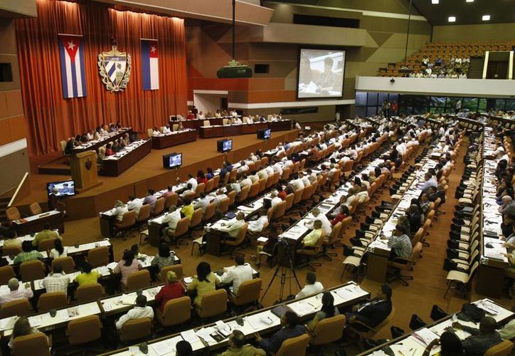 Los más de 600 diputados se dieron cita a puertas cerradas luego de varios días de trabajar en comisiones. (Agencias)