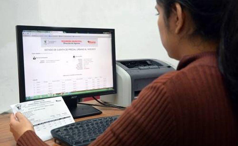 Los contribuyentes pueden realizar sus pagos correspondientes al impuesto predial en línea. (Redacción/SIPSE)