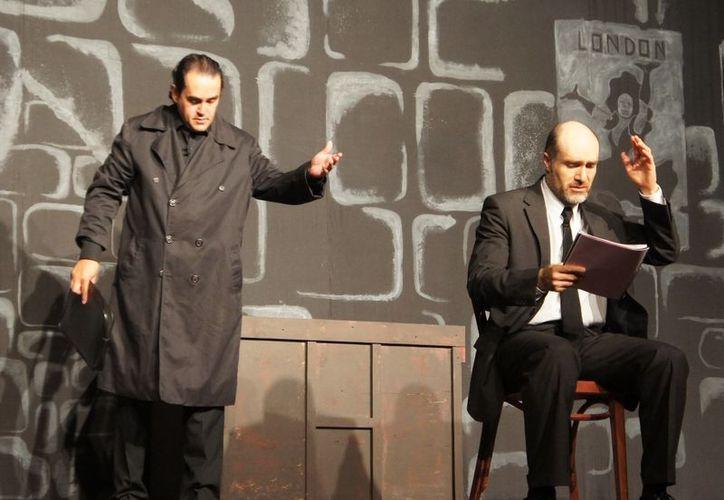 La obra 'La dama de negro' cuenta con las actuaciones de Odiseo Bichir y Rafael Perrin. (Foto: Internet)