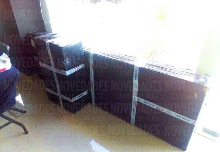 Llegaron los paquetes del equipamiento que se instalarán. (Daniel Pacheco/SIPSE)