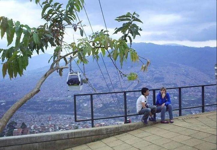 En Medellín se utiliza el teleférico como un sistema de transporte, con la finalidad de darle movilidad a los habitantes de las zonas altas. (Twitter/@Medellinize)