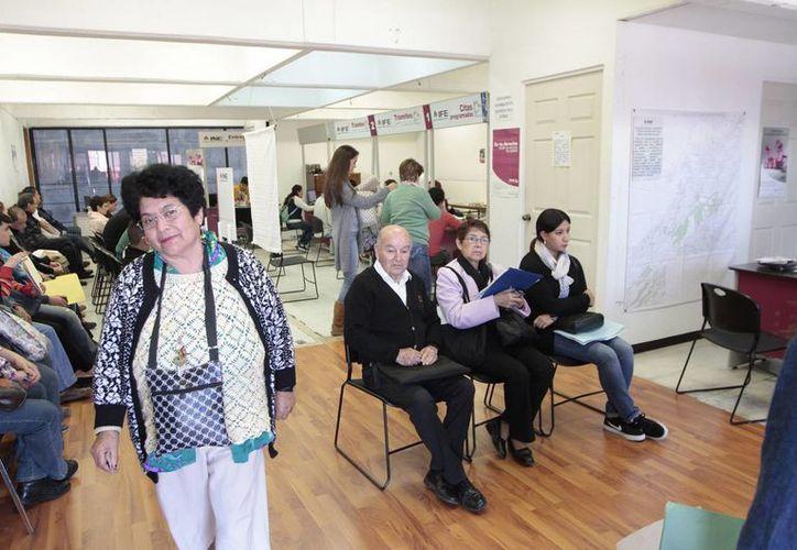 Las personas que ya solicitaron su credencial para votar tienen hasta el 1 de marzo para acudir por ellas a los módulos del INE. (Archivo/Notimex)