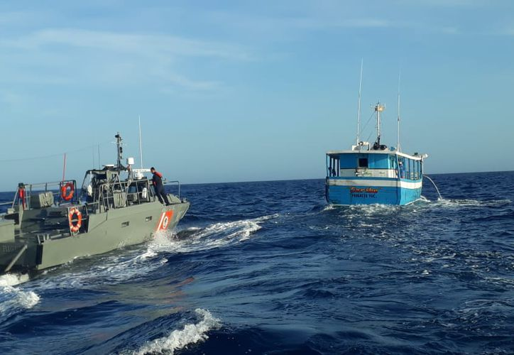 La embarcación fue escoltada hasta el puerto. (Novedades Yucatán)