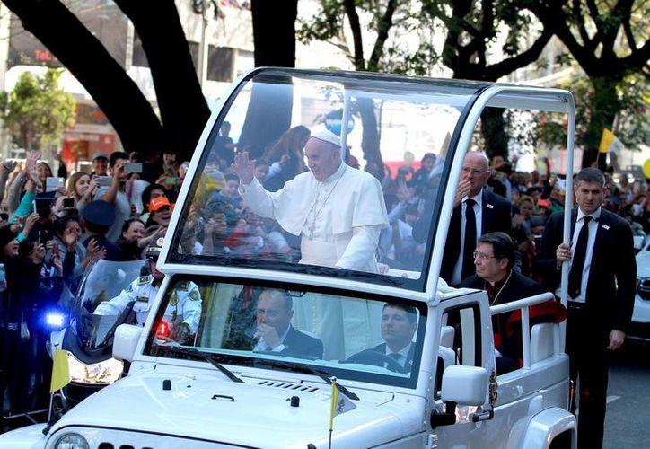 El Papa Francisco a su llegada a la Basílica de Guadalupe, este sábado por la tarde. (Notimex)