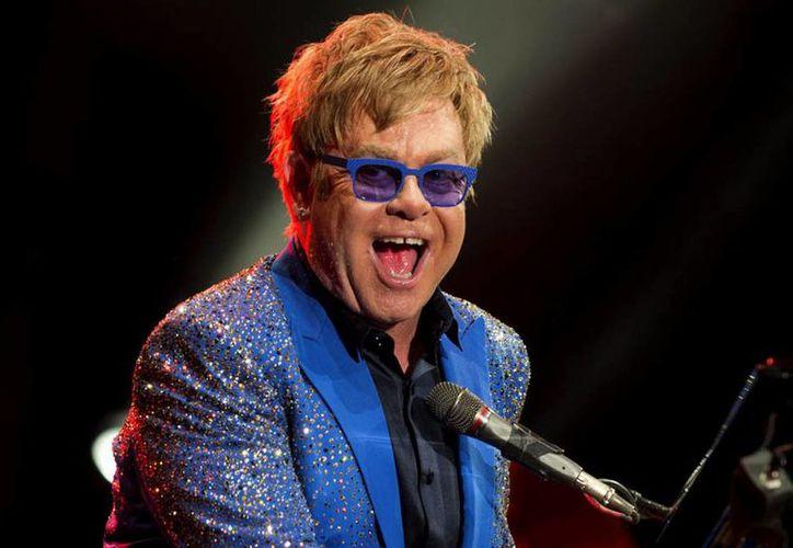 Sir Elton John se casará la próxima semana en una ceremonia 'sencilla e íntima'. (mirror.co.uk)