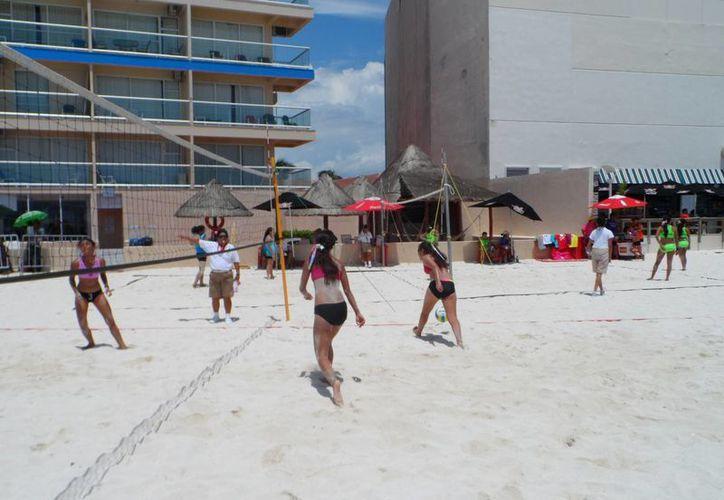 La Playa Gaviotas es la sede de este campeonato. Hoy continuarán las acciones. (Raúl Caballero/SIPSE)