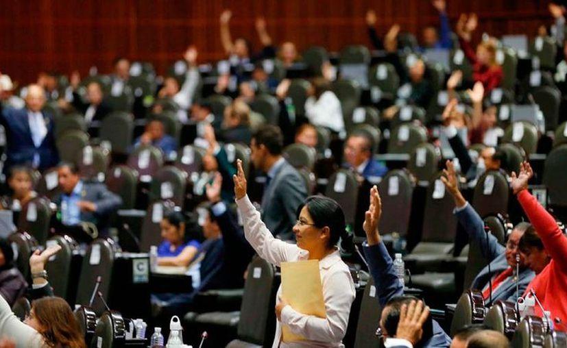 Diputados votaron a favor de otorgar seguridad social a parejas del mismo sexo. (El Economista)