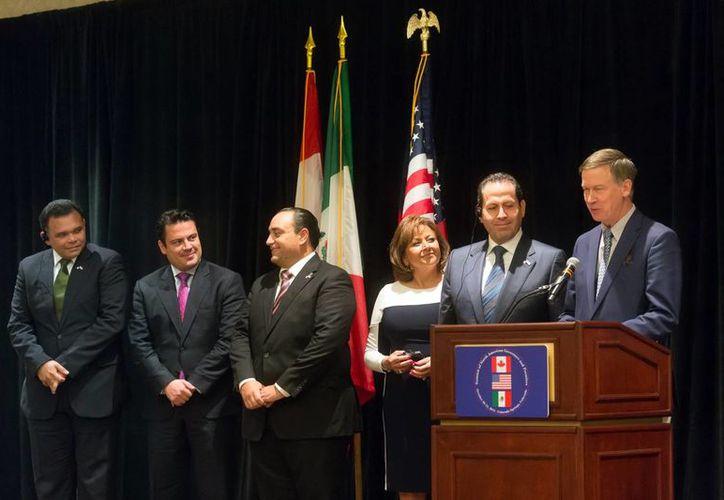 El gobernador Roiando Zapata Bello sostuvo un diálogo con sus contrapartes de Estados Unidos, México y Canadá. Imagen de los participantes del evento. (Milenio Novedades)