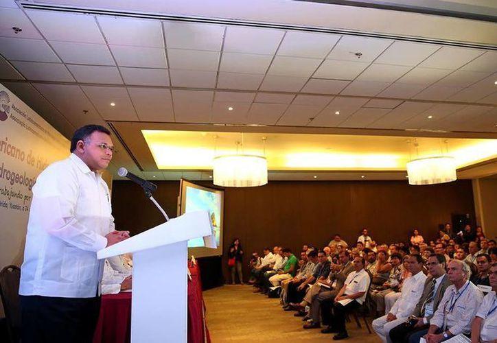 En el  inicio del XIII Congreso Latinoamericano de Hidrogeología y el I Congreso Mexicano de Hidrogeología se hizo un análisis de mejoras para el aprovechamiento de aguas subterráneas. (Foto cortesía del Gobierno de Yucatán)