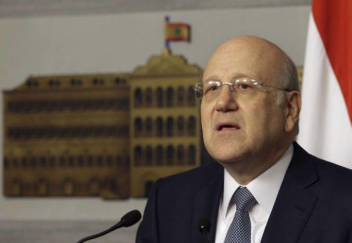 Najib Mikati deja su cargo en el marco de la frágil escena política libanesa. (Agencias)