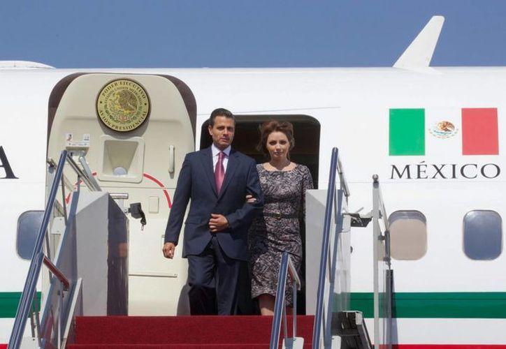 Peña Nieto arribó a la Ciudad de México con su esposa, Angélica Rivera, y los secretarios de Hacienda y Economía, Luis Videgaray e Ildefonso Guajardo. (Notimex)