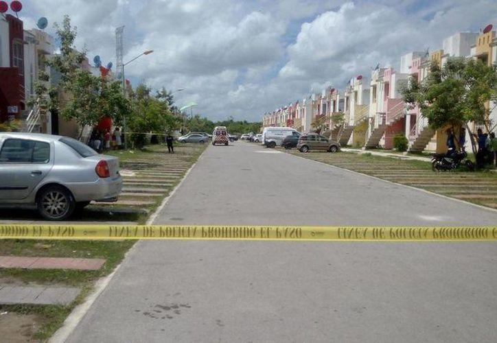 Personal de la Policía Municipal y del Servicio Médico Forense se encuentran en el lugar. (Redacción/SIPSE)