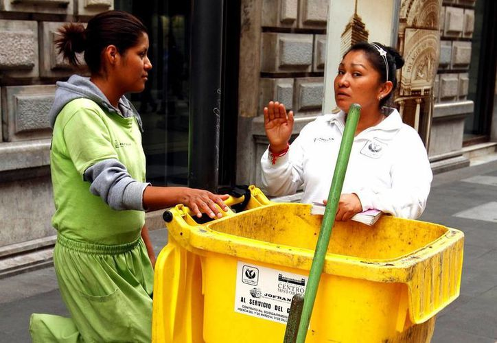 Las mujeres trabajadoras aportan un 19 por ciento al Producto Interno Bruto nacional, asegura ONU Mujeres en México. (Archivo/Notimex)