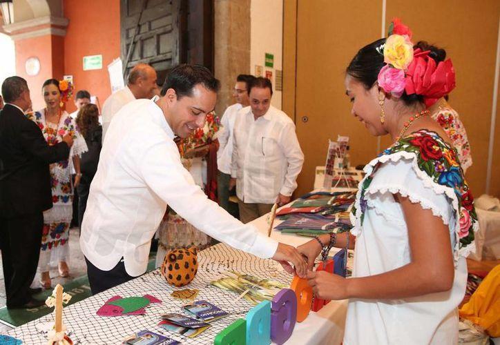 El alcalde Mauricio Vila en uno de los stands que promocionan el turismo de  Mérida, Progreso, Valladolid e Izamal en la capital mexicana. (Fotos cortesía del Ayuntamiento de Mérida)