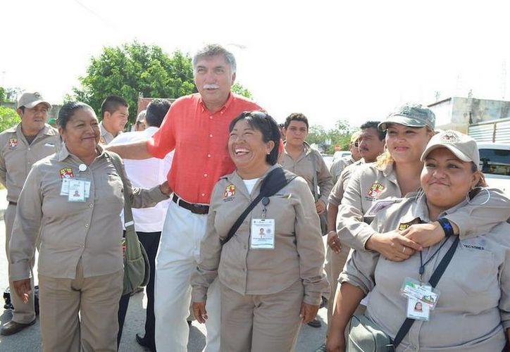 Para combatir el dengue se movilizó a 384 trabajadores provistos de herramientas para las acciones. (Redacción/SIPSE)