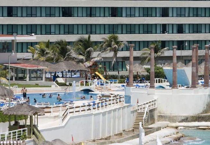 Inspeccionan los hoteles durante la semana de seguridad y salud en el trabajo. (Redacción/SIPSE)