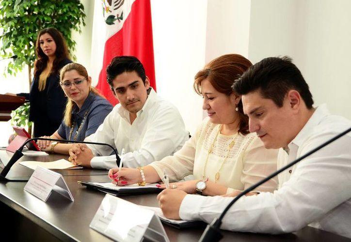 Convenio suscrito entre en el Legislativo y la academia. (Milenio Novedades)