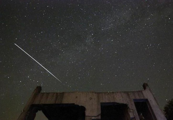 Los observadores del cielo se preparan para recibir dos importantes lluvias de meteoritos este mes: las Táuridas, con pico el 10 y el 11 de noviembre, y las Leónidas, el 17 de noviembre. (Foto: SIPSE)