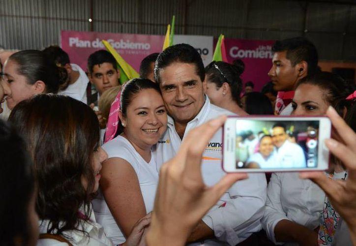 Aureoles ofreció mejorar los servicios públicos para todos los michoacanos. (Facebook/Silvano Aureoles Conejo)