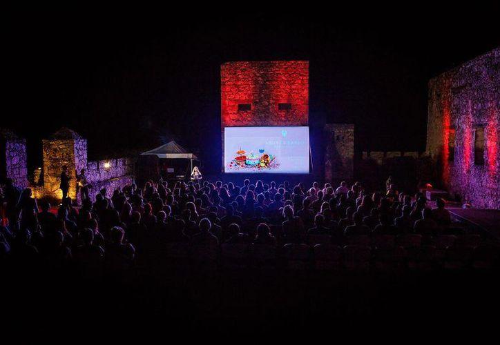 Las proyecciones simultáneas de filmes se realizan en el Cine Café de la Casa de la Cultura en Chetumal y Fuerte de San Felipe, en Bacalar. (Joel Zamora/SIPSE)