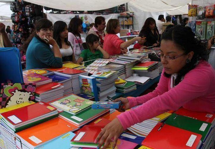 Cualquier incremento en los libros de texto impide que los alumnos sigan estudiando, dice Jesús Sesma Suárez. (Agencias)