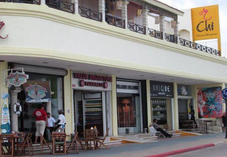 De acuerdo al padrón de la coordinación de Imagen Urbana de la Comuna existen dos mil 300 comercios regularizados en anuncios y fachadas. (Irving Canul/SIPSE)