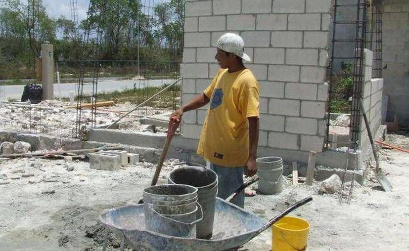Con este crédito, los derechohabientes podrán construir o terminar la construcción de su vivienda. (Novedades Yucatán)