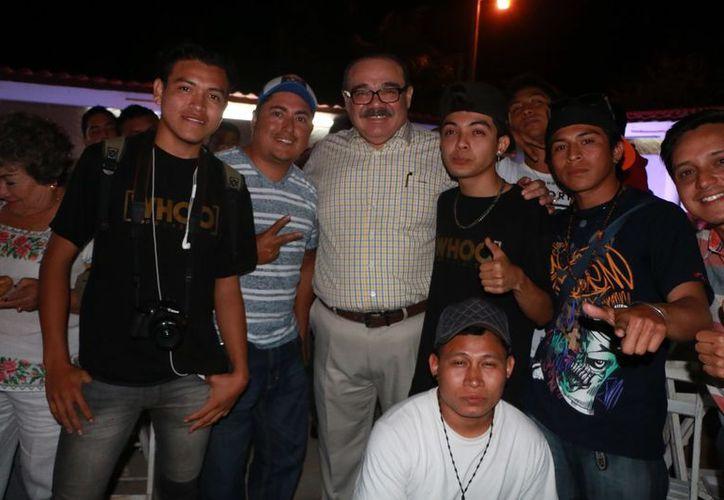 Durante la reunión con Ramírez Marín hubo una exhibición de trova, jarana, rap y arte urbano, a cargo de jóvenes de varios municipios. (SIPSE)